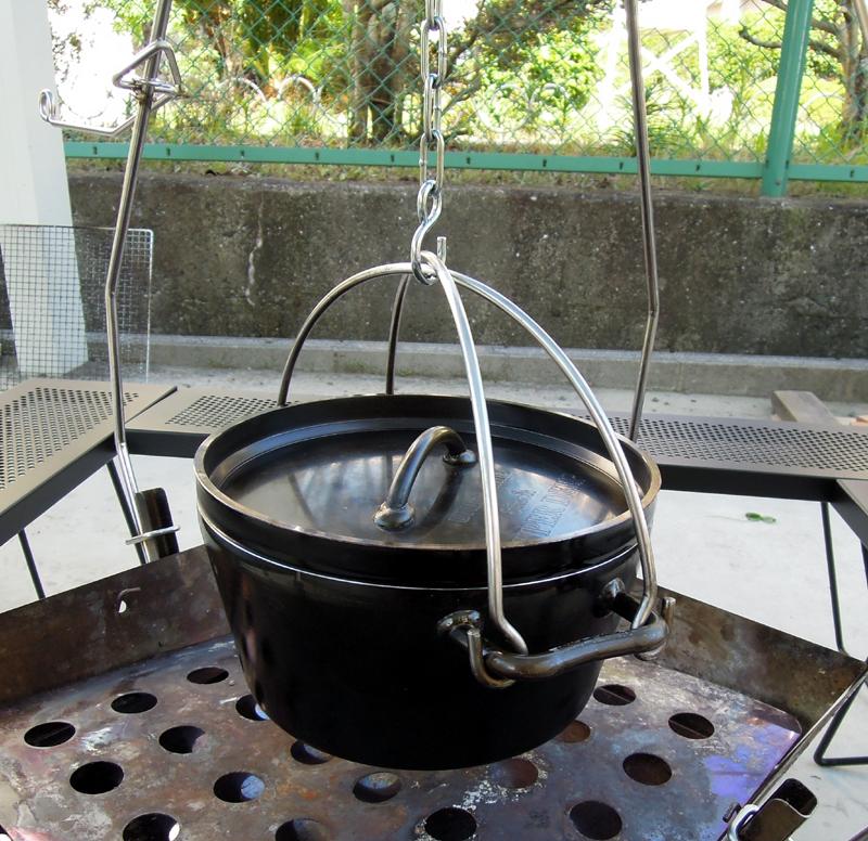 ダッチオーブンを吊るす