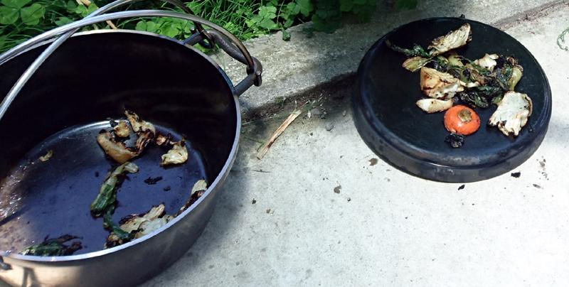 クズ野菜を炒めてシーズニング