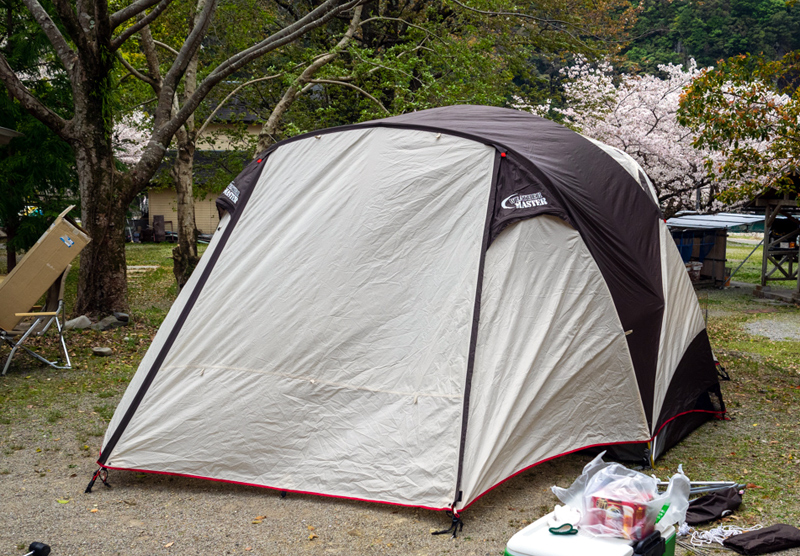 コールマンのテント設営
