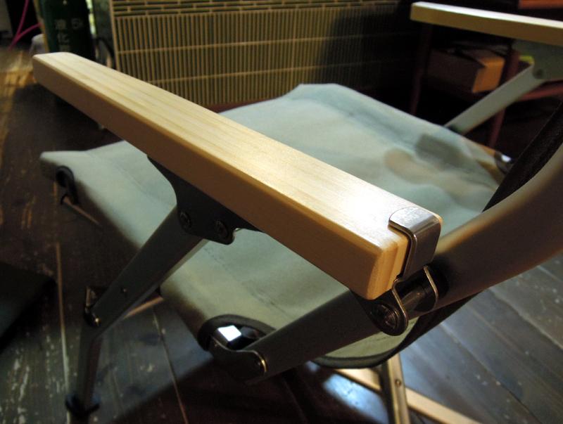 竹製の肘掛け