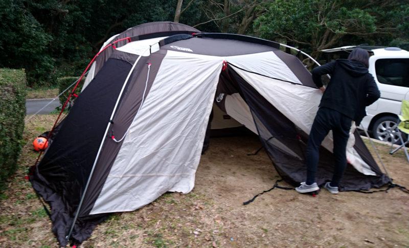 テントとタープの組み立て